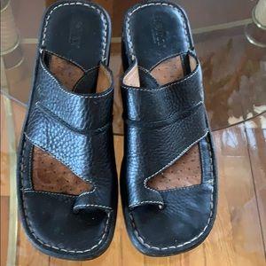 Born black leather wedge sandals 😎